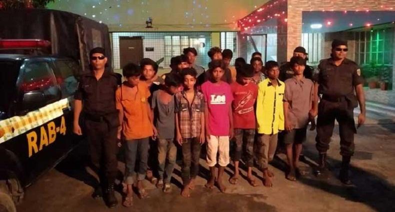 কিশোর গ্যাং 'ব্লেড রানার' ও 'নিনজা' গ্রুপের ২৪ সদস্য আটক