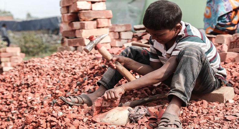 ঝুঁকিপূর্ণ কাজে কুমিল্লায় ৩০ হাজার শিশু শ্রমিক