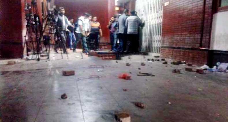বিএনপির গুলশান কার্যালয়ে হামলা-ভাঙচুর, সাংবাদিক আহত