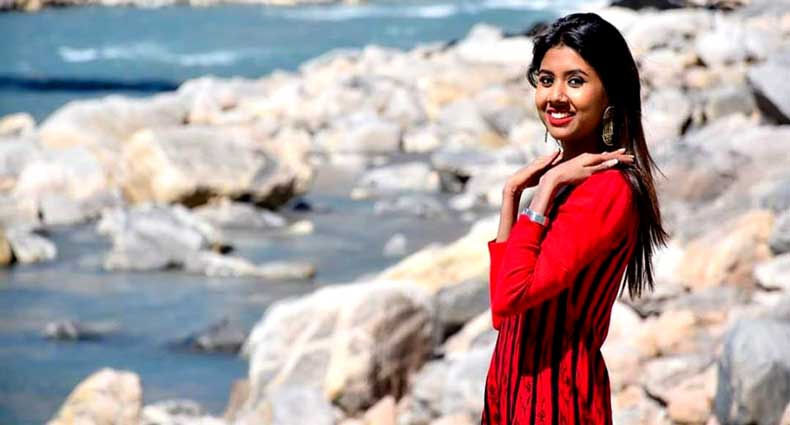 'দহন' দিয়ে চলচ্চিত্রে বুশরার অভিষেক