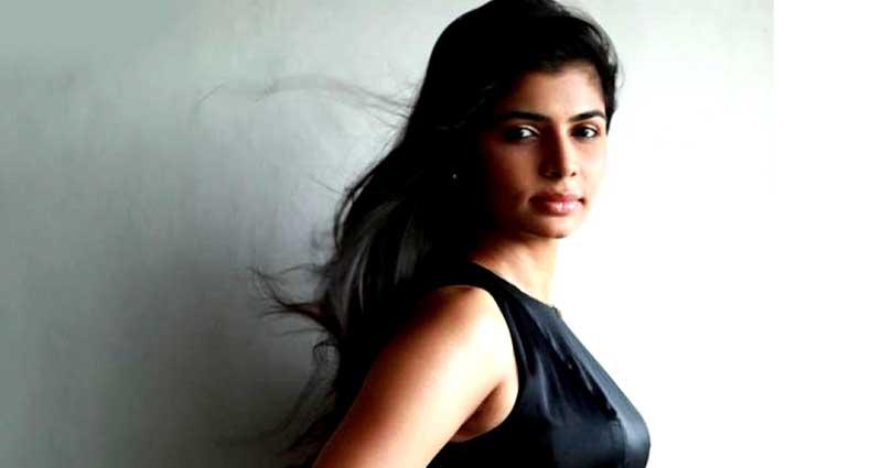 'ন্যুড' ছবি পাঠান', উত্তরে সুন্দরী বলি গায়িকা লিখলেন…