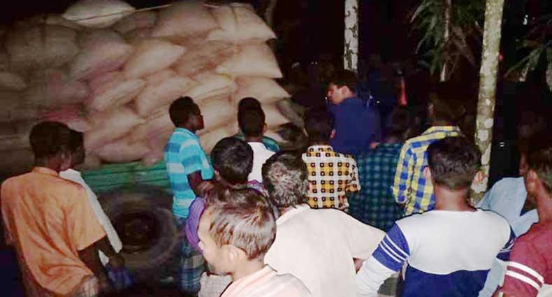 আ.লীগ নেতার গুদামে ১০ টাকা কেজির ১৩১ বস্তা চাল