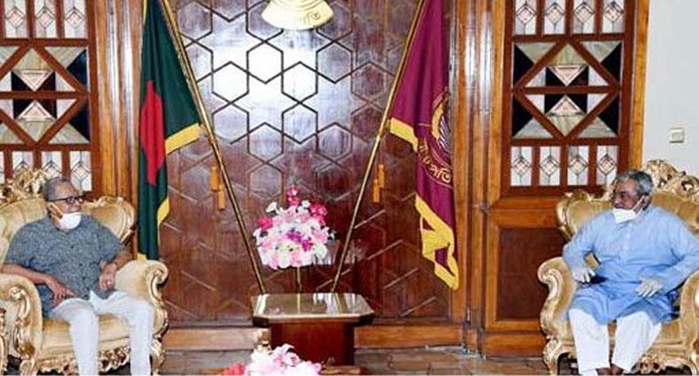 রাষ্ট্রপতির সাথে মন্ত্রিপরিষদ সচিব, তিন বাহিনী প্রধান ও আইজিপির সাক্ষাৎ