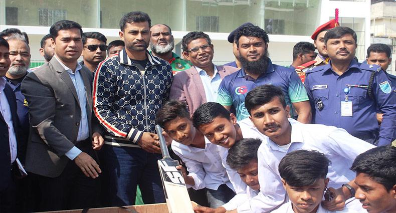 ক্রিকেট টুর্নামেন্ট উদ্বোধন করলেন তামিম ইকবাল