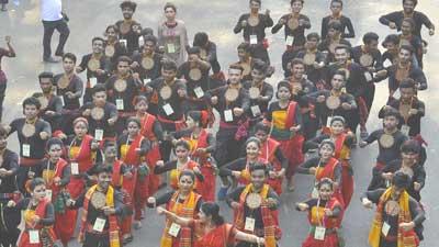 উন্নয়ন উৎসবে ঢাকায় বর্ণিল শোভাযাত্রা