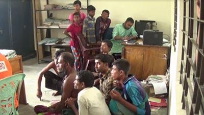 নিষেধাজ্ঞা উপেক্ষা : ৩৭ জেলের ১ বছর করে কারাদণ্ড