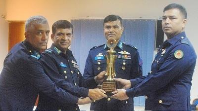 বিমান বাহিনীর জুনিয়র কমান্ড ও স্টাফ কোর্সের সনদ বিতরণ