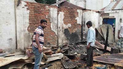 আশুগঞ্জে ভয়াবহ অগ্নিকাণ্ড: অর্ধকোটি টাকার ক্ষয়ক্ষতি