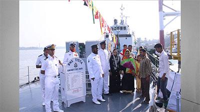 বরিশালে নৌবাহিনীর জাহাজ 'বিএনএস তিস্তা'র প্রদর্শন