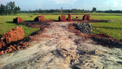 অবৈধ ইটভাটা নির্মাণ, প্রশাসনের হস্তক্ষেপে কাজ স্থগিত