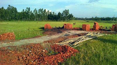 অবশেষে ফুলবাড়ীতে অবৈধ ইটভাটা নির্মাণ বন্ধ