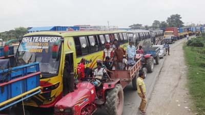 ঢাকা-টাঙ্গাইল মহাসড়কে ৬০ কি.মি যানজট