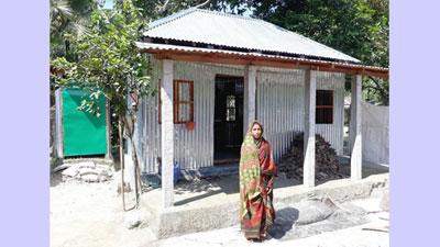 প্রধানমন্ত্রীর দেয়া ঘর পেলেন গৌরীপুরের গৃহহীনরা