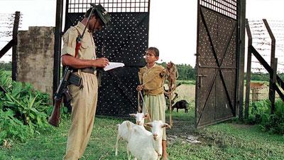 কিশোরীদের আতঙ্ক বাংলাদেশ-ভারত সীমান্ত