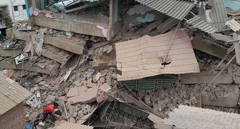 ভারতে ভবনধসে নিহত ১০, আটকা পড়েছেন অনেকেই