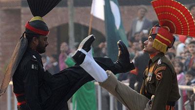ভারতীয় ৫ সেনাকে হত্যার ঘোষণা পকিস্তানের