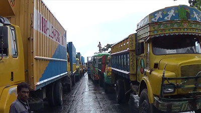 ঢাকা-চট্রগ্রাম মহাসড়কে গাড়ির দীর্ঘ লাইন, বিপাকে যাত্রী