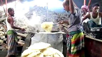 অস্বাস্থ্যকর পরিবেশে তৈরি হচ্ছে ঈদের সেমাই