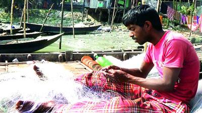 'ঈশ্বর থাকেন ভদ্র পল্লীতে, এখানে খুঁজিয়া পাইবে না'