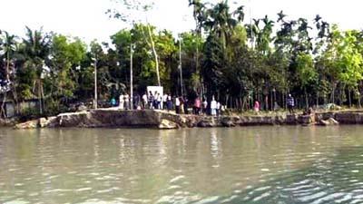 নদী ভাঙনে হুমকিতে সাইক্লোন শেল্টার, শতাধিক স্থাপনা