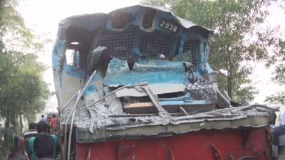 কালিয়াকৈরে ট্রেন-ট্রাকের সংঘর্ষে ট্রেনচালক নিহত