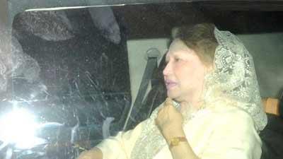 খালেদা জিয়াকে অভ্যর্থনা জানালেন ফখরুল