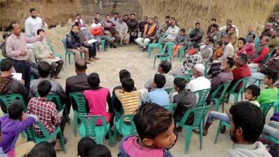 বড়পুকুরিয়া কয়লা দুর্নিতিবাজদের বিরুদ্ধে আন্দোলনে গ্রামবাসী
