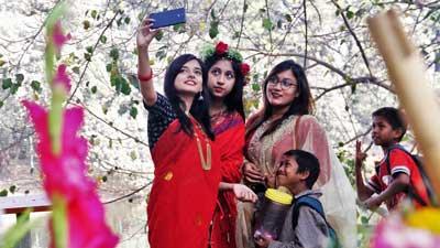 আনন্দ-উৎসাহে ভালোবাসার সারা দিন