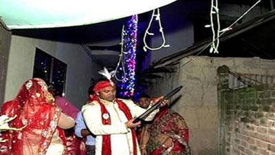 কাউন্সিলরের অদ্ভুত বউ বরণ (ভিডিও)