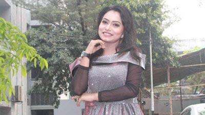 মঞ্চ কাপালেন মডেল নওমি খান