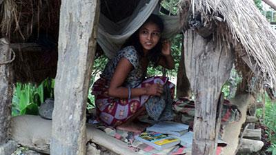 ঋতুস্রাবের সময় ঘরের বাইরে রাখা 'নারী নির্যাতনের' সামিল