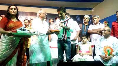 পুজোর থিম সং: কেন্দ্রকে বিঁধলেন নচিকেতা