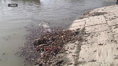 ৩ দিন ধরে কর্ণফুলী নদীতে ফেলে হচ্ছে বস্তা বস্তা পেঁয়াজ