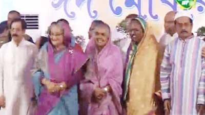 গণভবনে জনসাধারণের সঙ্গে প্রধানমন্ত্রীর ঈদ শুভেচ্ছা বিনিময়