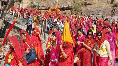 'পদ্মাবত' নিষিদ্ধে ২০০ নারী তলোয়ার নিয়ে বিক্ষোভ