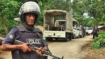 রাজশাহীতে 'জঙ্গি আস্তানায়' অভিযান চলছে