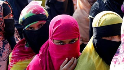 স্বামীর জন্য অবৈধভাবে মালয়েশিয়া যাচ্ছেন রোহিঙ্গা নারীরা
