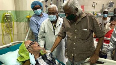 বন্ধু রনোকে দেখতে হাসপাতালে গেলেন ডা. জাফরুল্লাহ