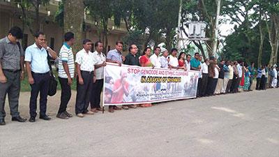 রোহিঙ্গা গণহত্যা বন্ধে রাবি শিক্ষক সমিতির মানববন্ধন