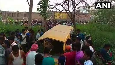 ভারতে ট্রেন-স্কুল বাস সংঘর্ষ, ১৩ শিশু নিহত