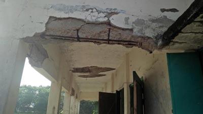আমতলীতে স্কুলের ছাদ ধসে পাঁচ শিক্ষার্থী আহত