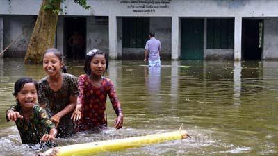 পানিবন্দি তিন হাজার বিদ্যালয়