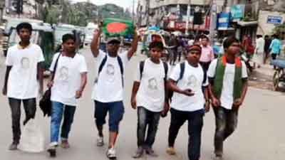 খালেদার মুক্তি দাবিতে 'হেঁটে' ঢাকায় পৌঁছেছে ৬ তরুণ