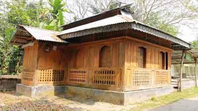 শত বছরের পুরনো কাঠের মসজিদ