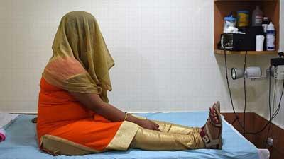 কেন অন্যের সন্তান গর্ভে ধারণ করছে ভারতের নারীরা?