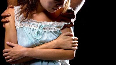 যৌন মিলনের জন্য 'দ্রুত কাপড় না খোলায়' স্ত্রীকে ঘুষি