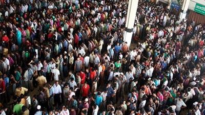 আজও কমলাপুর ও বিমানবন্দর স্টেশনে উপচে পড়া ভিড়