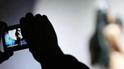 নগ্ন ভিডিও ইন্টারনেটে দেয়ার হুমকি: গৃহবধূর আত্মহত্যা