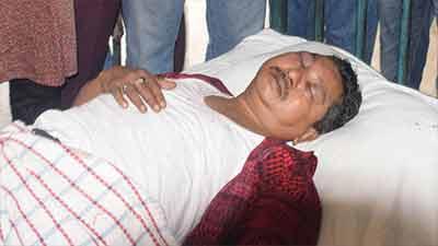 'হাতুড়ি বাহিনীর' হামলায় সাংবাদিক হাসপাতালে