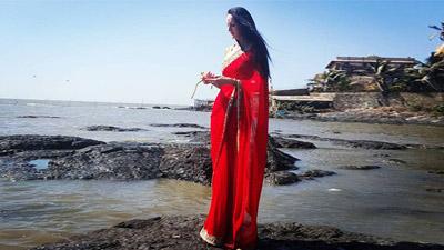বাঙালি বধূ সাজলেন বিশ্বে সবচেয়ে লম্বা মডেল
